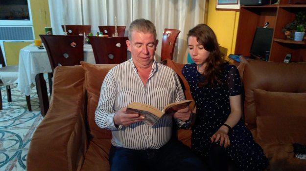 ntalia y su padre leyendo-2